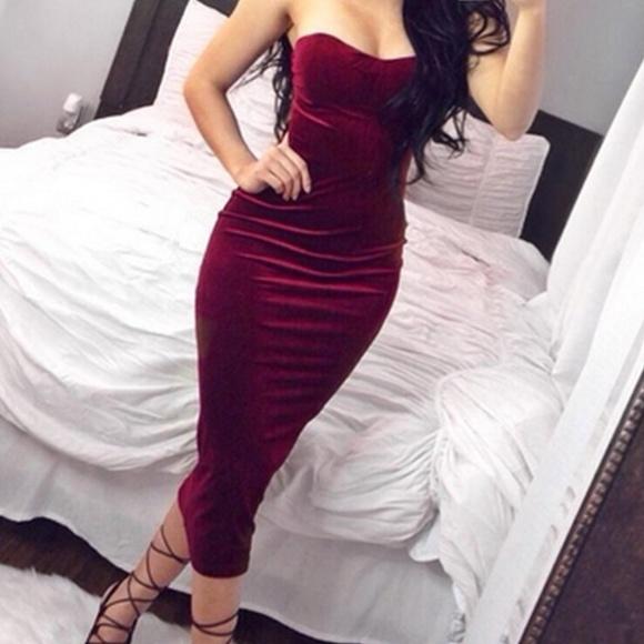 5a8c2dd4cc Burgundy Velvet Strapless Dress. M 5ae10971a6e3ea0ce4030f0b